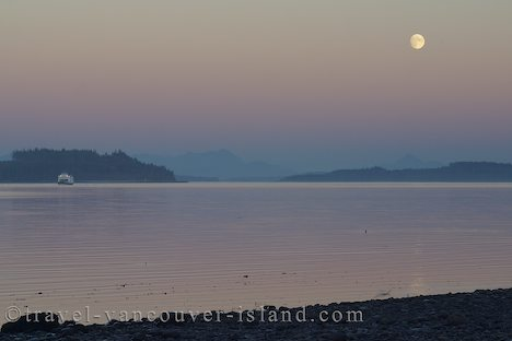 Photo: Broughton Strait Moonrise